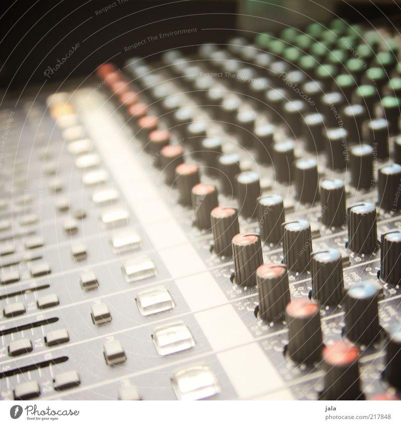 studio Entertainment Musik Tontechnik Schalter Drehregler Technik & Technologie Unterhaltungselektronik Coolness Musikmischpult Proberaum Farbfoto Innenaufnahme