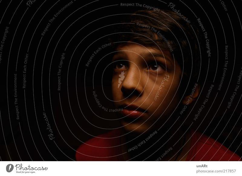 Erwartung Mensch Kind Jugendliche schön Gesicht ruhig schwarz Einsamkeit Ferne Junge träumen Kopf warten maskulin Wachstum