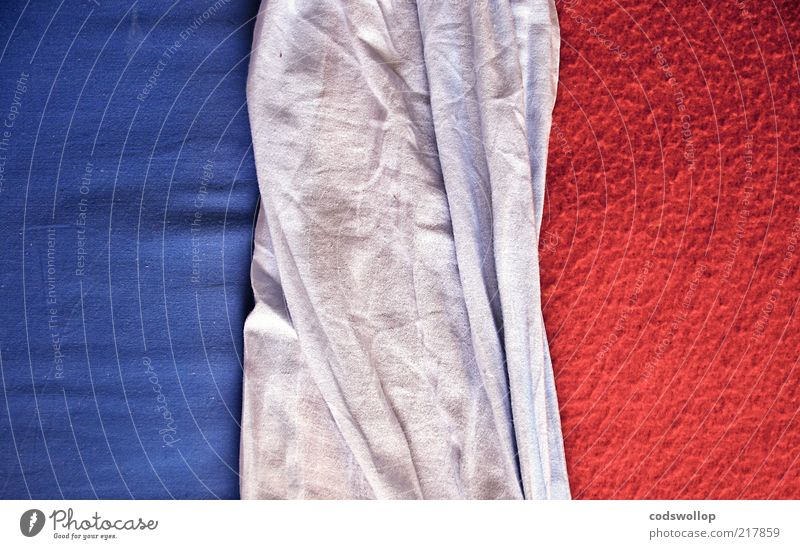 i predict a riot weiß blau rot Hintergrundbild Bett Stoff graphisch Bettwäsche Textfreiraum Französisch abstrakt Patriotismus Tricolore Politik & Staat Möbel