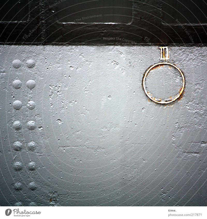 [KI09.1] - Rundes unerklärliches Irgendwas Bootswand Wasserfahrzeug Stahl Eisen Niete Menschenleer Außenaufnahme Anhäufung mehrere parallel einzeln weiß braun