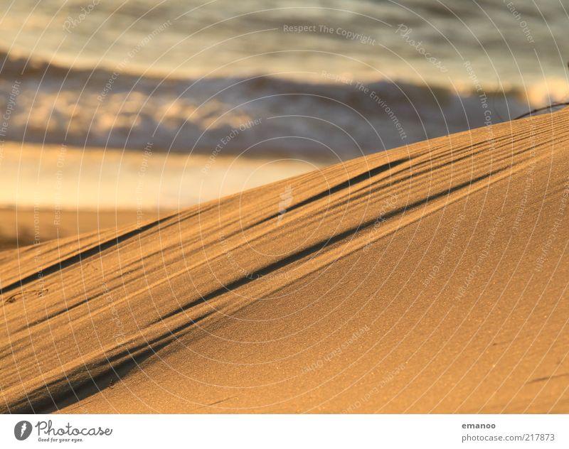 sandig Freiheit Sommer Strand Insel Wellen Sand Wasser Wärme Küste Meer weich gelb gold Linie Stranddüne Wind Erosion fein viele Sandstrand Farbfoto