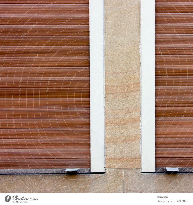 Schlafenszeit ruhig Haus Einsamkeit Wand Fenster Mauer Fassade geschlossen vertikal Versteck horizontal Jalousie Rollladen