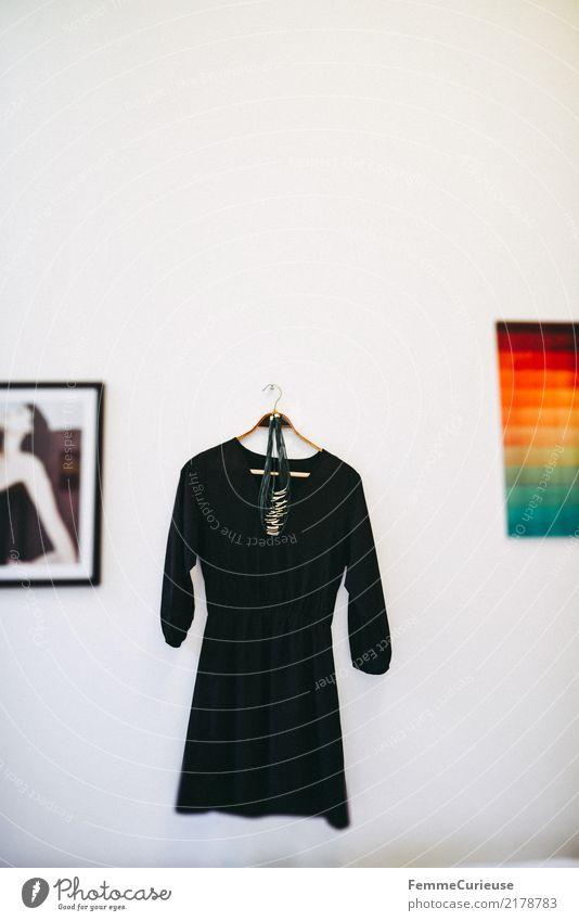 Home_39 Lifestyle Mode Häusliches Leben Schlafzimmer Wand Dekoration & Verzierung Kleid schwarz Abendkleid Halskette Wandbilder geschmackvoll feminin weiß