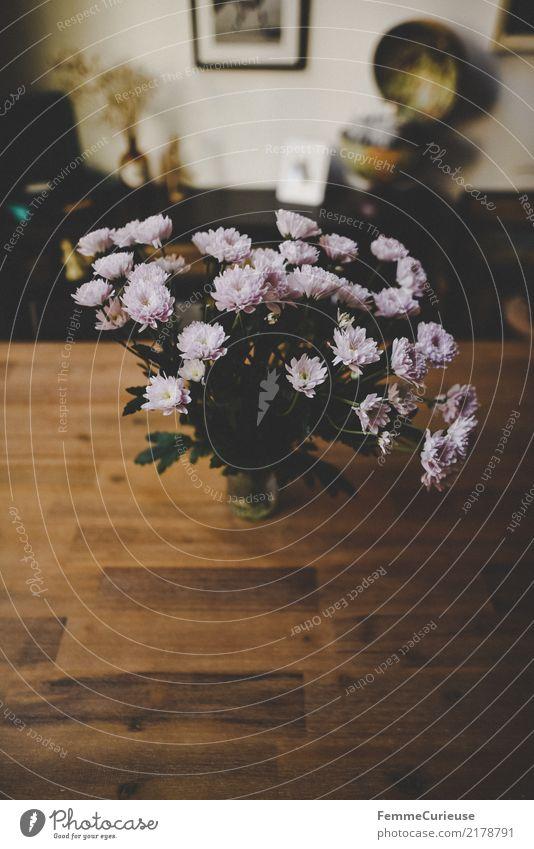 Home_16 Lifestyle Stil Häusliches Leben Blumenstrauß Holztisch Tischplatte Wohnzimmer Esszimmer Dekoration & Verzierung gemütlich Warme Farbe modern Farbfoto