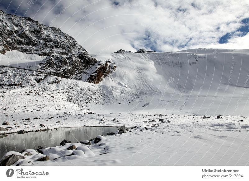 Kaltfront Schnee Berge u. Gebirge Landschaft Wolken Eis Frost Felsen Alpen Schneebedeckte Gipfel Gletscher Teich Stein leuchten ästhetisch gigantisch kalt oben