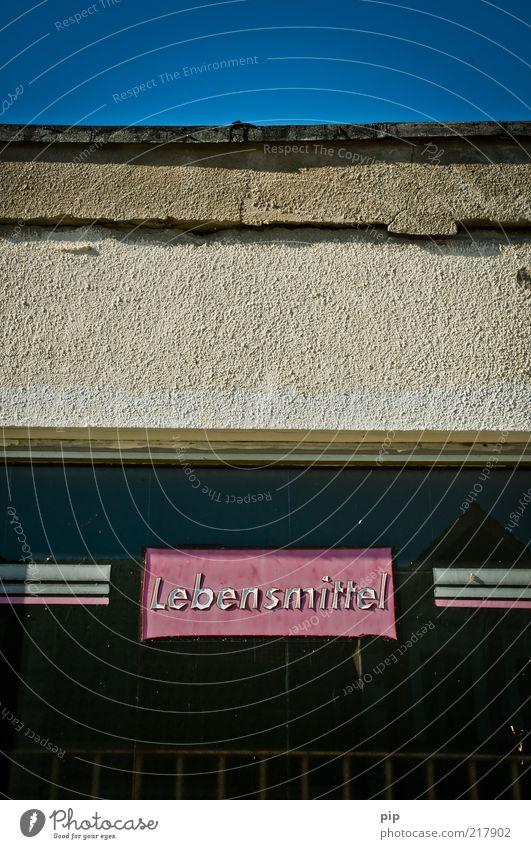 mindestens haltbar bis: Lebensmittel Gebäude Kaufhaus Mauer Wand Fenster Schaufenster Putz Schriftzeichen Typographie Beschriftung kaputt trashig blau rosa