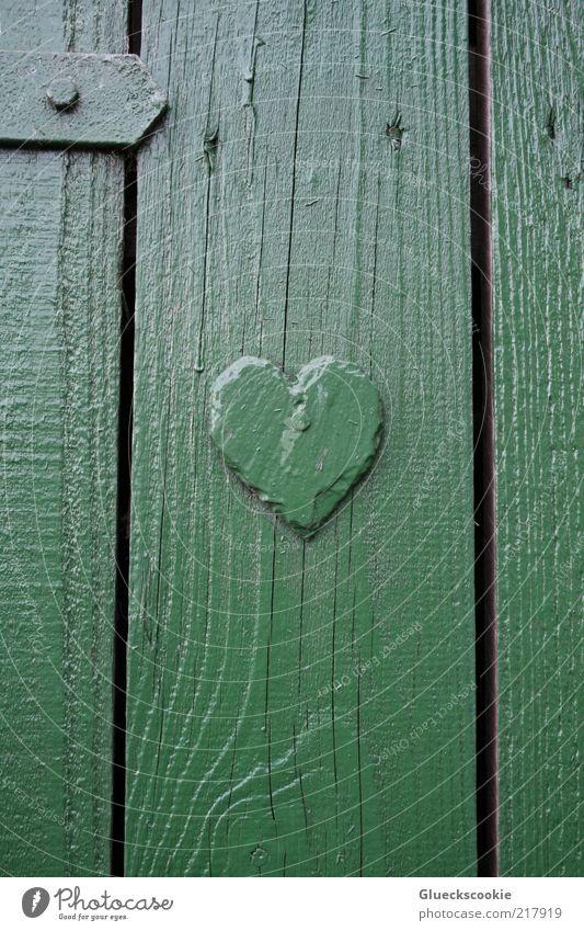 die Tür zum Glück grün ruhig Haus Holz Tür Herz einfach Mitte Bauwerk Freundlichkeit Hütte Holzbrett vertikal Fuge eckig Valentinstag