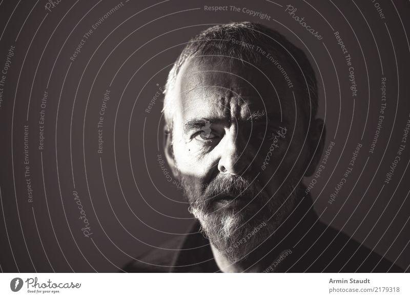Zweifel Mensch Mann alt schön weiß dunkel schwarz Gesicht Erwachsene Leben Lifestyle Senior Gefühle Stil Stimmung Design