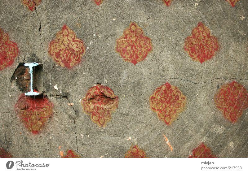 Criticize Yourself |I ... Dekoration & Verzierung Stein Beton Schriftzeichen Ornament Farbe Freiheit Kommunizieren Verfall Anfangsbuchstabe Muster Lücke