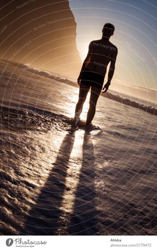 Schattenmann Natur Ferien & Urlaub & Reisen Jugendliche Junger Mann Meer Erholung ruhig Strand Wärme Küste Glück Stimmung Felsen Zufriedenheit glänzend frisch
