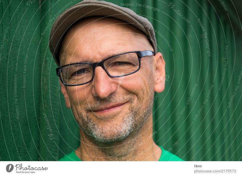 optimistischer glücklicher Mann maskulin Erwachsene Leben 1 Mensch 45-60 Jahre T-Shirt Brille Mütze Glatze Fröhlichkeit Glück positiv grün Freude Vorfreude