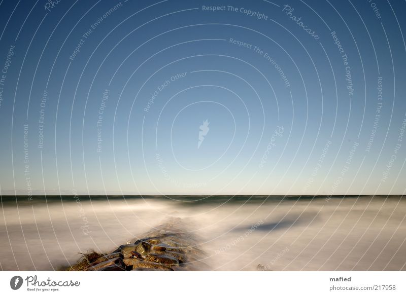 Die Ruhe während des Sturms Ausflug Strand Meer Wellen Natur Landschaft Luft Wasser Himmel Wolkenloser Himmel Herbst Schönes Wetter Küste Ostsee blau braun gelb