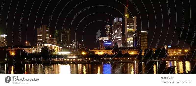 Leuchttürme (Panorama) Frankfurt am Main Stadt Hochhaus Nacht Langzeitbelichtung Herbst Architektur skyscrappers Wasser Fluss Licht
