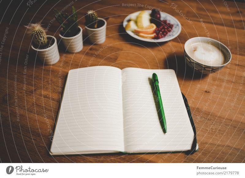 Home_40 Schreibwaren Papier Notizbuch schreiben Kaktus Frucht Kaffee Cappuccino Kaffeetasse Holztisch leer liniert aufgeschlagen Heft Kugelschreiber Blumentopf