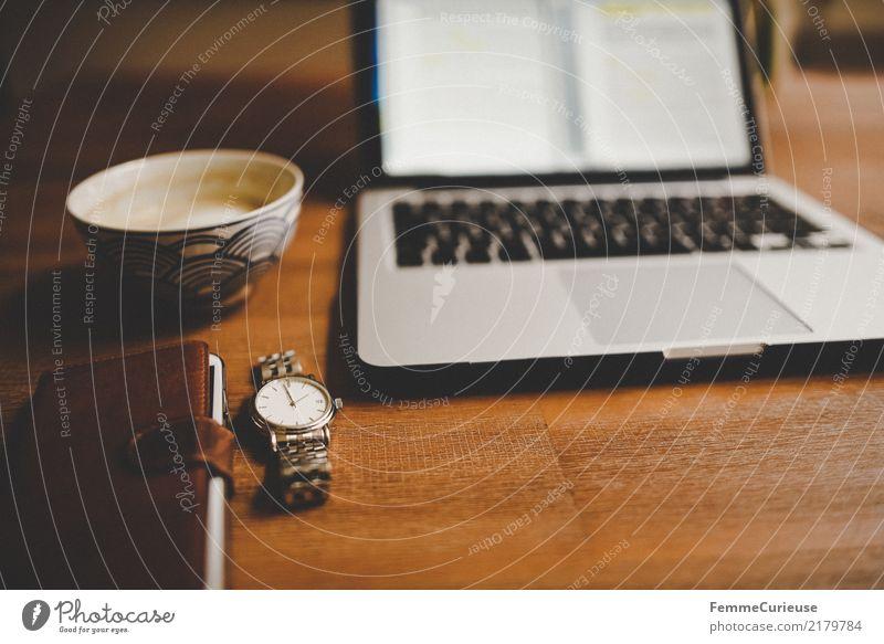 Home_34 Getränk home office Kaffeetrinken Kaffeetasse Cappuccino Handy Leder Armbanduhr Edelstahl silber Notebook Arbeit & Erwerbstätigkeit Holztisch braun