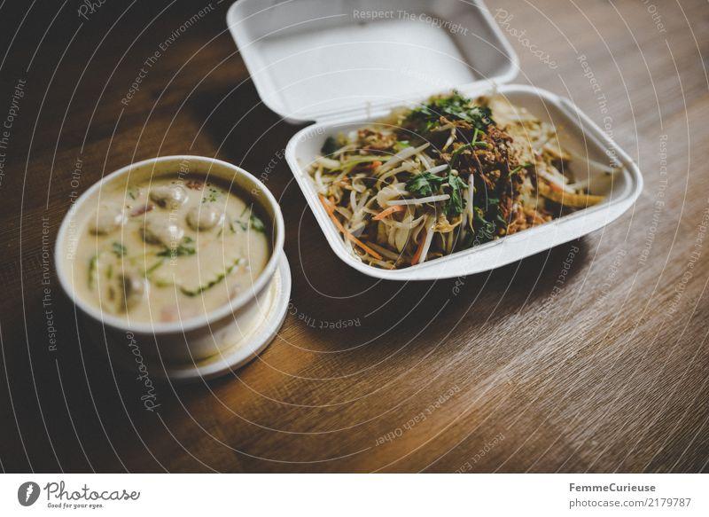 Home_33 Lebensmittel Kokosnuss Nudeln Asiatische Küche Asien Koriander Tofu Vegetarische Ernährung Sojasprossen Möhre Zucchini Holztisch Esstisch
