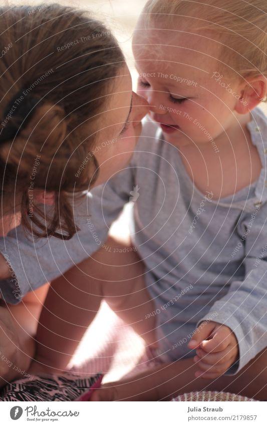 Du süße Maus feminin Kind Baby Kleinkind Junge Frau Jugendliche Geschwister 2 Mensch 0-12 Monate 13-18 Jahre klein nah Freude Fröhlichkeit Akzeptanz Vertrauen