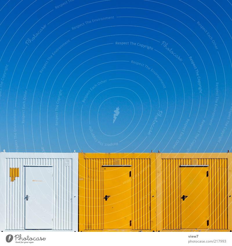 ContainerRow Baustelle Himmel Tür Metall Stahl Linie Streifen ästhetisch authentisch gut neu blau mehrfarbig gelb weiß Farbe Genauigkeit Ordnung stagnierend