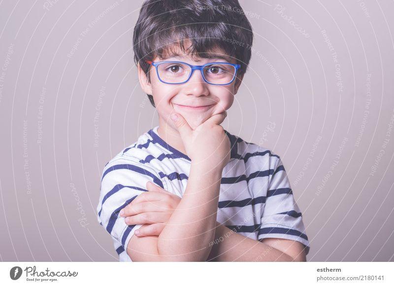 lächelnd Junge mit Brille Kind Mensch Freude Leben Lifestyle Gesundheit lustig Gesundheitswesen lachen Glück Zufriedenheit maskulin Kindheit stehen Lächeln