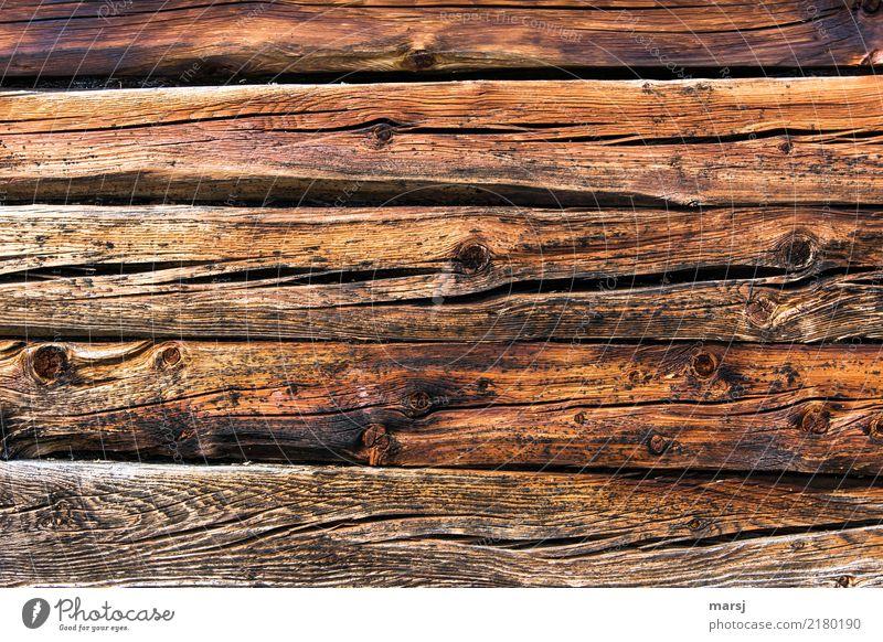 Lage um Lage Hütte Mauer Wand Holzwand alt einzigartig natürlich braun Hintergrundbild gerissen Astloch Material Riss verwaschen Patina Holzstruktur Maserung