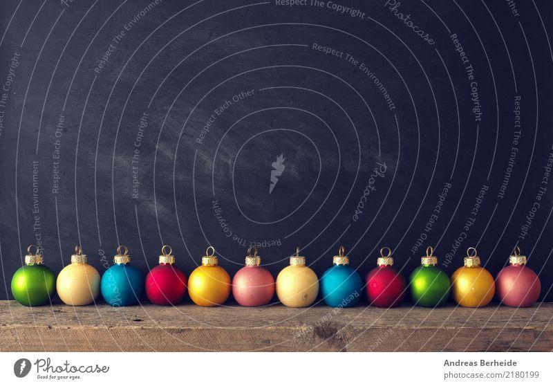 Alte bunte Kugeln alt Weihnachten & Advent Winter Hintergrundbild Stil retro Dekoration & Verzierung viele Kitsch altehrwürdig Tafel Holztisch Christbaumkugel
