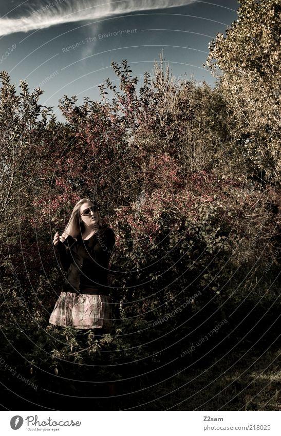 meine Alice Mensch Himmel Natur Jugendliche Blatt ruhig Erwachsene Umwelt dunkel Landschaft Stil träumen blond elegant natürlich ästhetisch