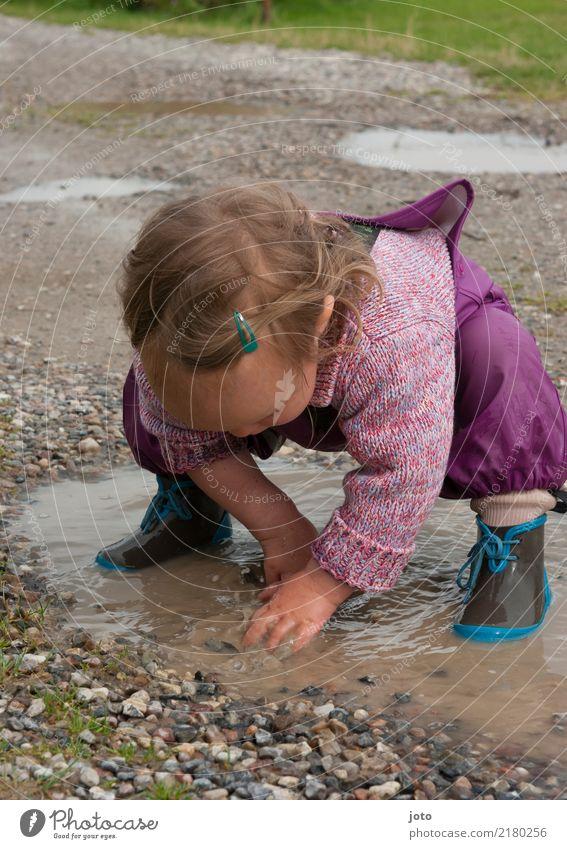 Platschbatsch Freizeit & Hobby Spielen Ferien & Urlaub & Reisen Ausflug Abenteuer Freiheit Kindererziehung Kleinkind 1 Mensch 1-3 Jahre Natur Herbst Regen