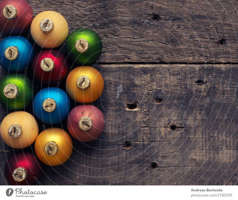 Christbaumkugeln Winter Weihnachten & Advent Holz alt retro blau gelb grün rot ruhig Stimmung Hintergrundbild traditional Vignettierung altehrwürdig white wood