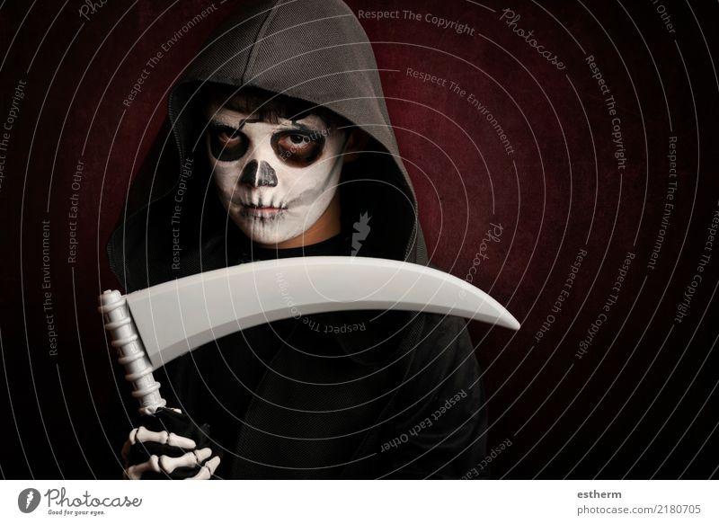 Junge in Halloween Kind Mensch Ferien & Urlaub & Reisen dunkel Religion & Glaube Tod Party Feste & Feiern Angst maskulin Kindheit Todesangst Veranstaltung