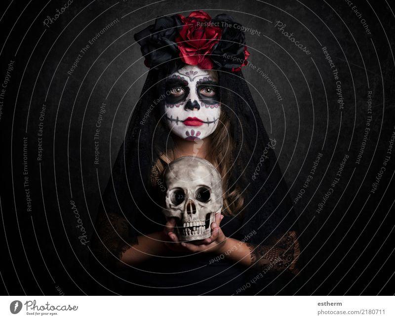 Mädchen an Halloween Kind Mensch Ferien & Urlaub & Reisen schön Einsamkeit dunkel Religion & Glaube Lifestyle feminin Tod Party Feste & Feiern Angst Kindheit