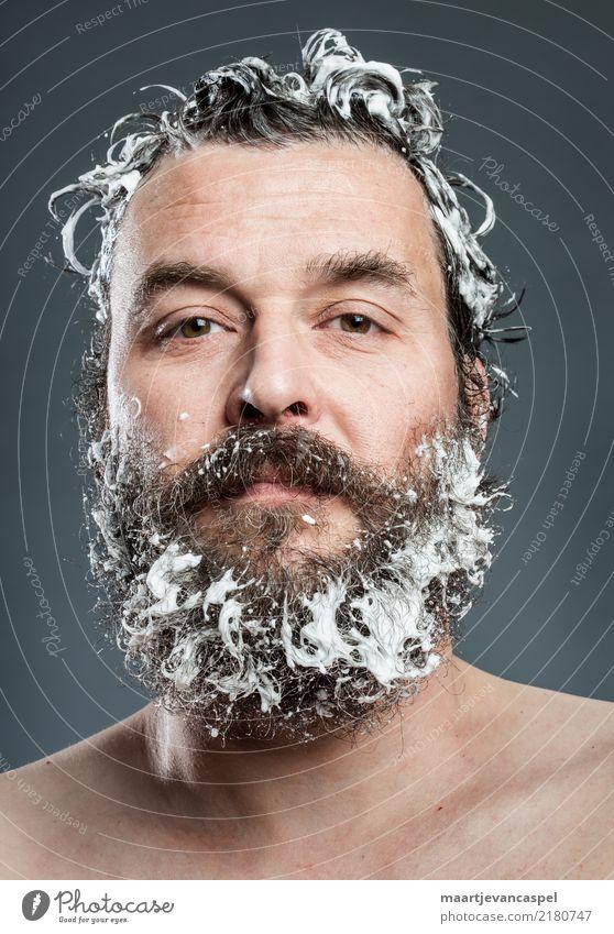 Hipster müssen sich auch waschen Mensch maskulin Mann Erwachsene Leben Haare & Frisuren Bart 1 30-45 Jahre brünett Vollbart Behaarung Reinigen Sauberkeit seriös