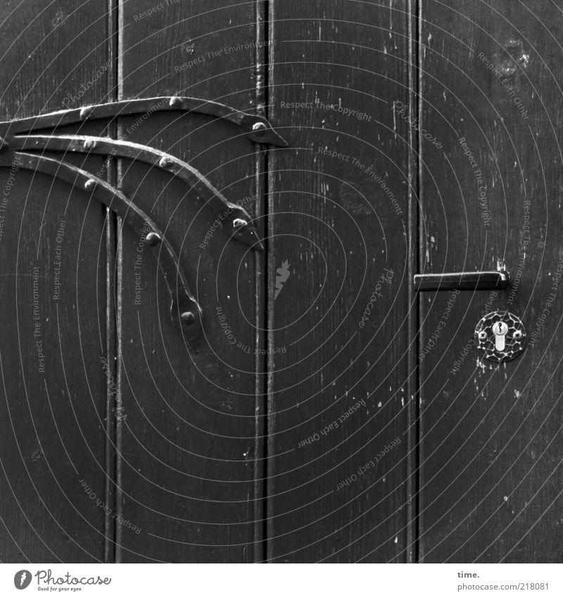 Möllner Stadtgeist Tür Außenaufnahme Menschenleer Holz Schloss Griff Profilholz lackiert Farbe Farbstoff Eisen Metall Metallwaren Eisenbeschlag 3 Schraube