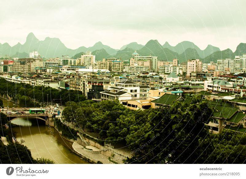 Guilin桂林 Landschaft Himmel Wolken Sommer Wetter China Asien Stadtzentrum Skyline bevölkert Haus ästhetisch schön natürlich Klischee grün