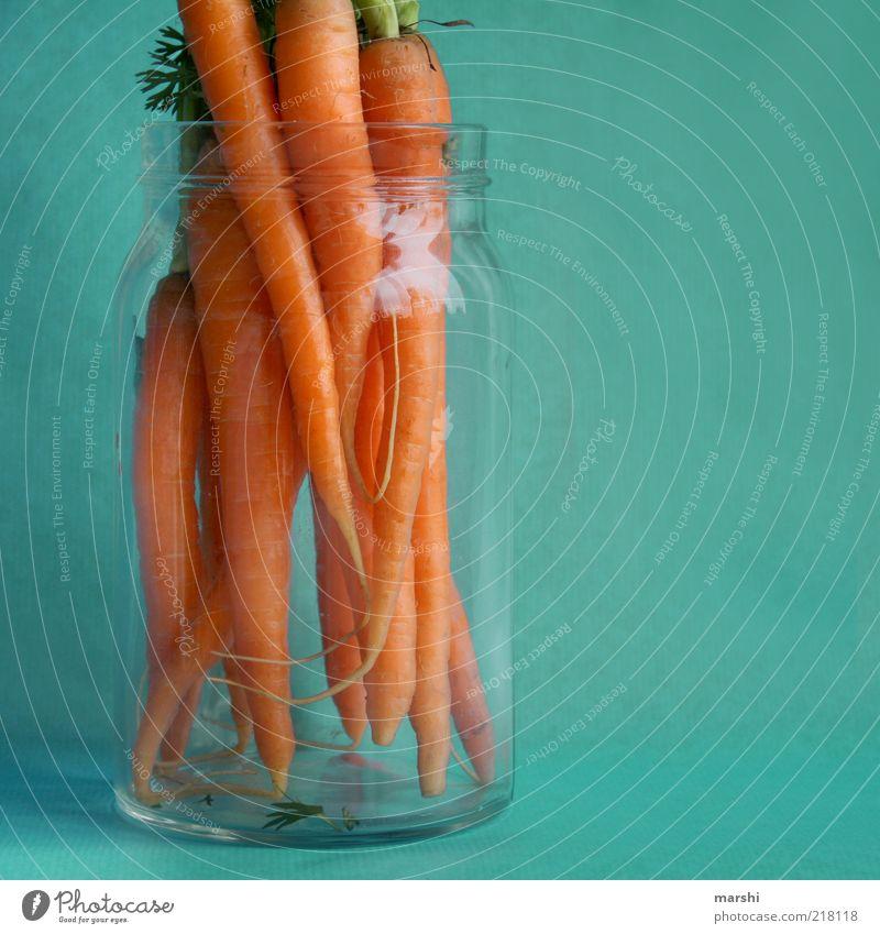 voll bio Lebensmittel Gemüse Ernährung Möhre Glas blau orange Bioprodukte Vitamin Farbfoto Innenaufnahme aufbewahren außergewöhnlich mehrere Menschenleer