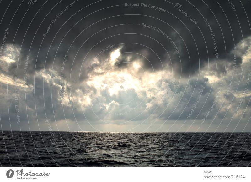 Feuer am Horizont Urelemente Luft Wasser Himmel Wolken Gewitterwolken Sonne Sommer Herbst Wetter Schönes Wetter schlechtes Wetter Sturm Wellen Meer leuchten