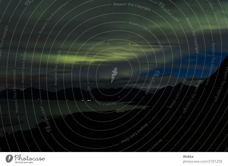 Polarlicht über den Lofoten Wolken Nachthimmel Nordlicht leuchten außergewöhnlich exotisch Stimmung einzigartig entdecken erleben geheimnisvoll Horizont Klima