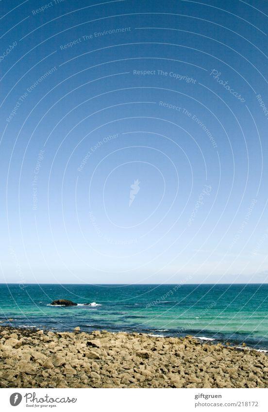 quergestreift Umwelt Natur Landschaft Urelemente Wasser Himmel Wolkenloser Himmel Wellen Küste Strand Meer Insel ästhetisch nass natürlich Horizont