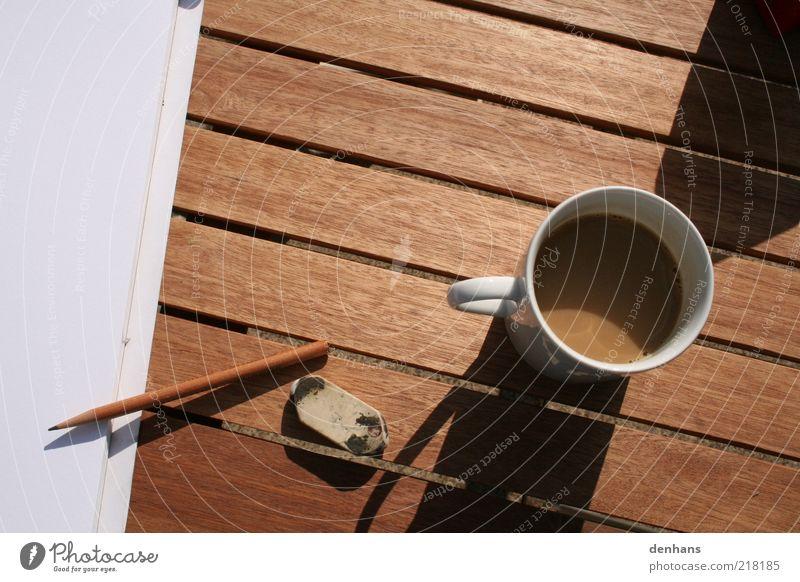 Kaffee malen Freude Holz Denken Zufriedenheit braun warten leer Papier Kaffee Pause trinken einfach Gelassenheit Schreibstift Tasse Idee