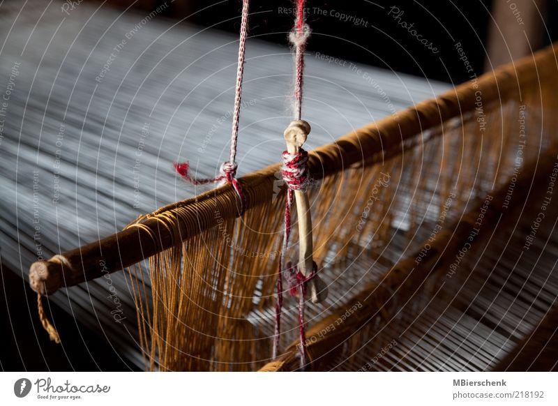 Webstuhl Weben Handwerk Tradition Weberei Rumänien Tuch Teppichweber Holz retro ruhig diszipliniert zurückhalten sparsam Ordnung Farbfoto Innenaufnahme