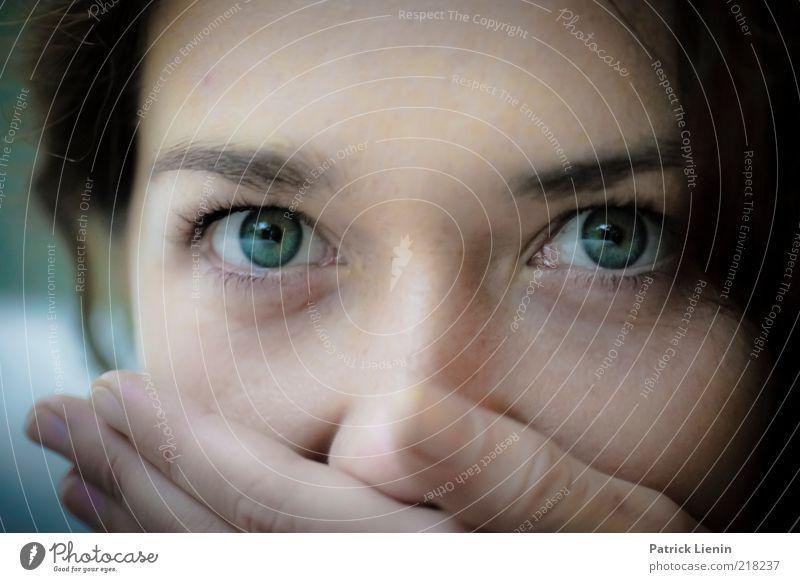 better be quiet now Mensch feminin Frau Erwachsene Kopf 1 18-30 Jahre Jugendliche beobachten Denken glänzend genießen Blick warten außergewöhnlich Coolness