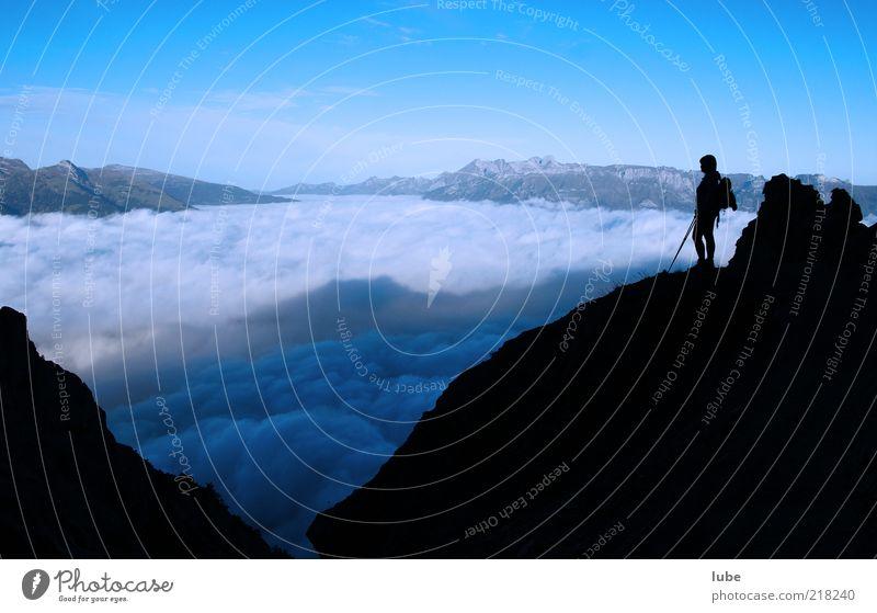 Blick in die Schweiz Mensch Natur blau Sommer Ferien & Urlaub & Reisen Einsamkeit Ferne Erholung oben Berge u. Gebirge Freiheit Landschaft wandern Wetter Umwelt Horizont