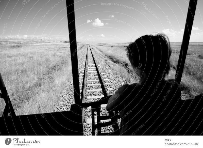 Long way home Mensch Kind Sommer Ferien & Urlaub & Reisen schwarz Wolken Einsamkeit Ferne Junge Wiese Gras Freiheit grau träumen maskulin Eisenbahn