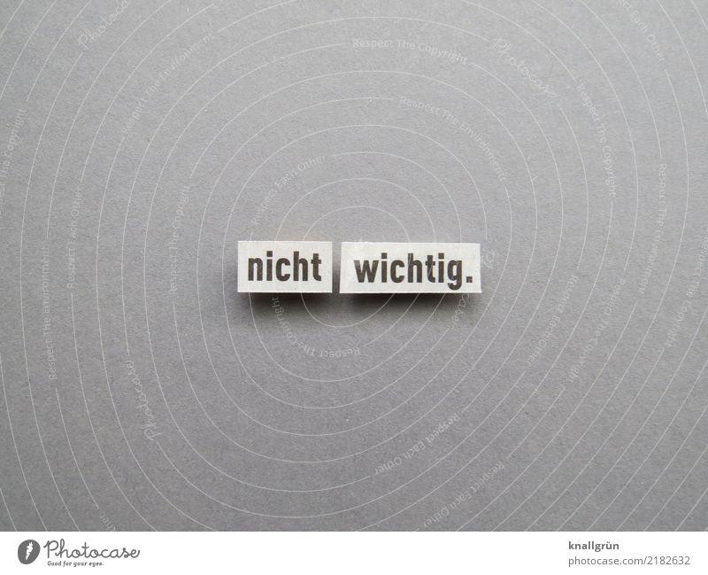 nicht wichtig. Schriftzeichen Schilder & Markierungen Kommunizieren eckig grau schwarz weiß Gefühle Stimmung Gelassenheit Gleichgültigkeit Farbfoto