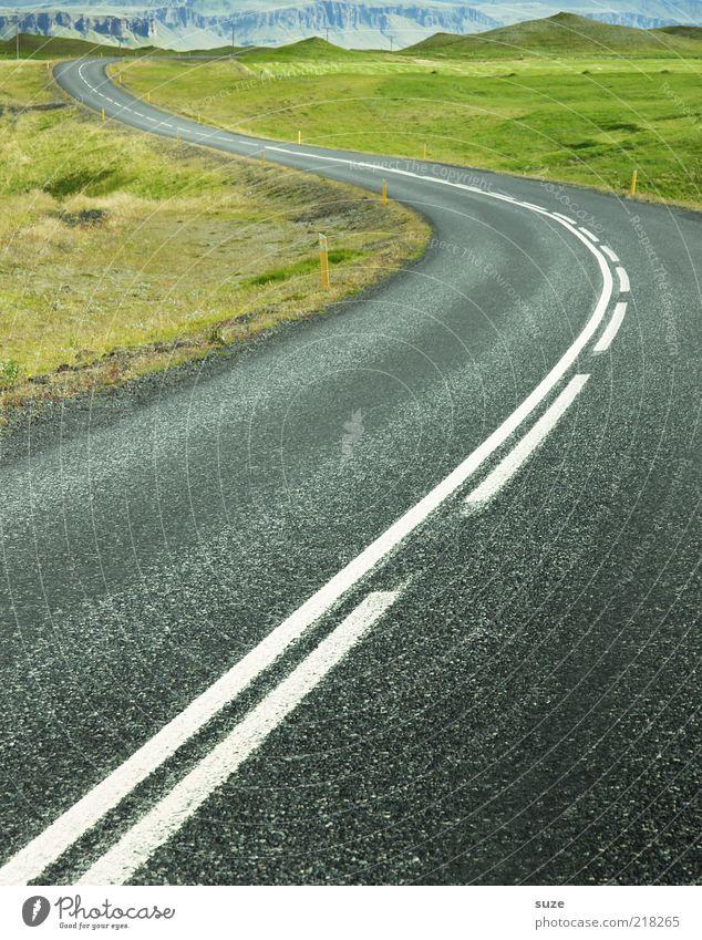 Fahrbahn Natur grün Landschaft Umwelt Berge u. Gebirge Straße Wege & Pfade grau Linie Verkehr Ziel Hügel Asphalt Verkehrswege Island Kurve