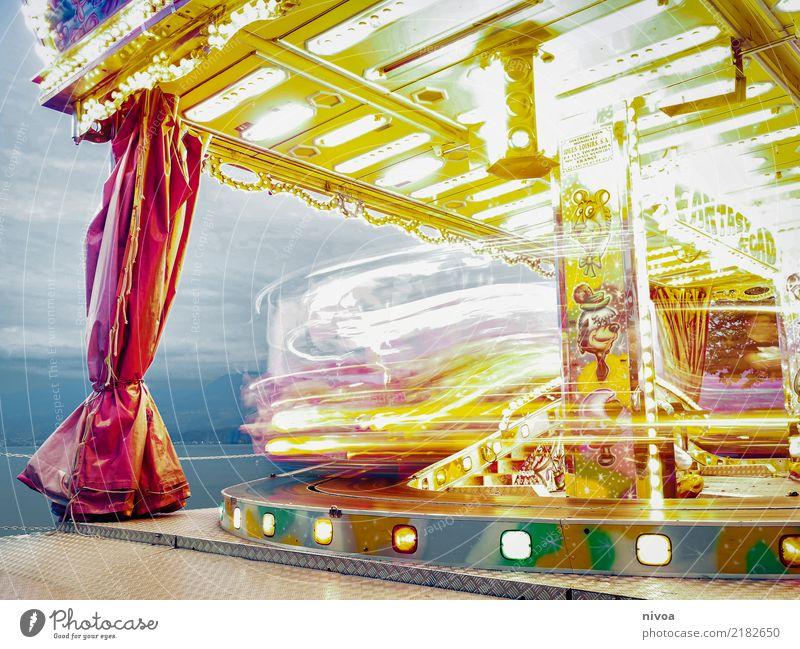 Karussell Ferien & Urlaub & Reisen Tourismus Entertainment Feste & Feiern Oktoberfest Kleinstadt Metall Kunststoff drehen fahren glänzend Fröhlichkeit gelb rot