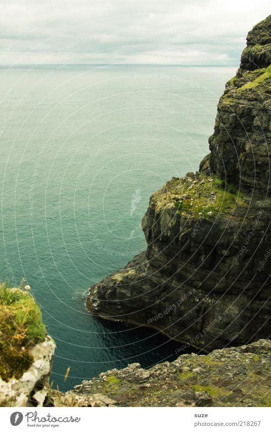 Steilküste Meer Insel Umwelt Natur Landschaft Himmel Wolken Horizont Sommer Klima Wetter Felsen Küste authentisch natürlich Føroyar steil Klippe Aussicht