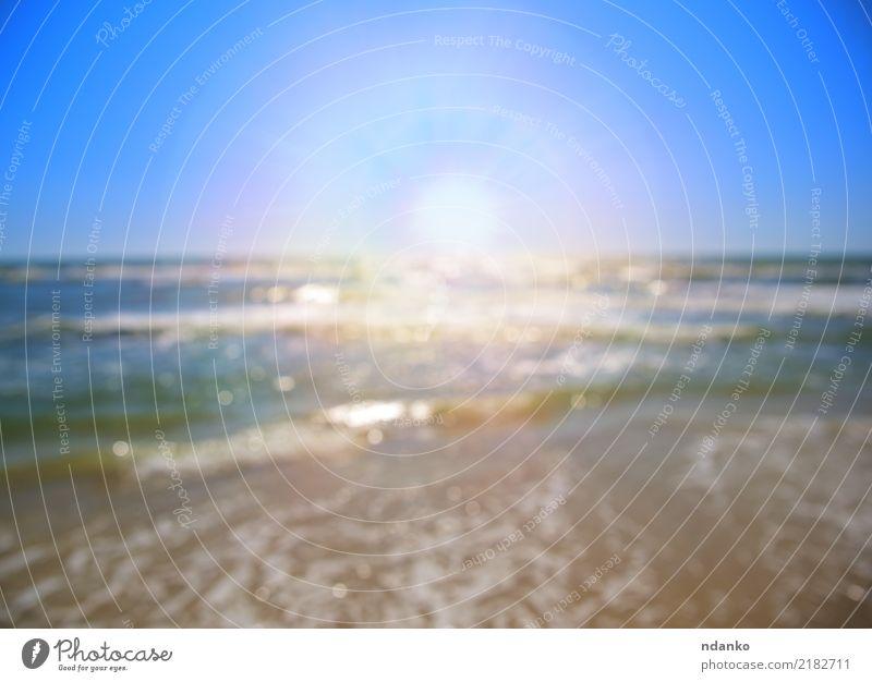 Blick auf das Meer mit einer hellen Sonne Erholung Ferien & Urlaub & Reisen Sommer Strand Natur Landschaft Sand Himmel Küste Linie blau weiß tropisch sonnig