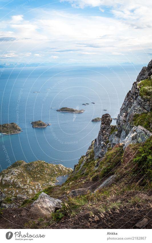 Panorama einer Insellandschaft auf den Lofoten Ferien & Urlaub & Reisen Abenteuer Ferne Freiheit Landschaft Schönes Wetter Berge u. Gebirge Küste Meer exotisch