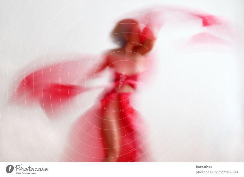 swoosh elegant Freude Tanzen feminin Junge Frau Jugendliche Körper 1 Mensch Kunst Stoff Bewegung drehen ästhetisch schön sportlich verrückt Wärme wild rot Kraft