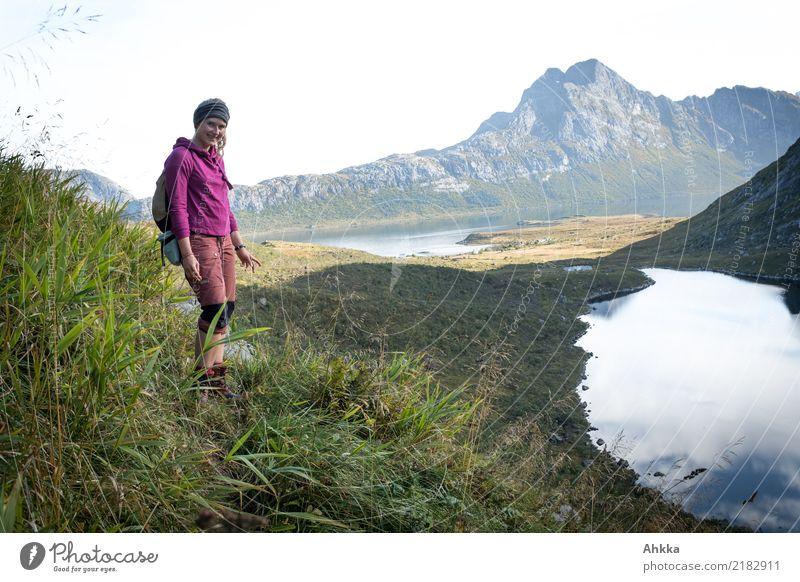 Junge Frau, Fjord, Lofoten, Wandern, Entdecken Natur Ferien & Urlaub & Reisen Jugendliche Landschaft Erholung ruhig Freude Ferne Berge u. Gebirge Leben Freiheit